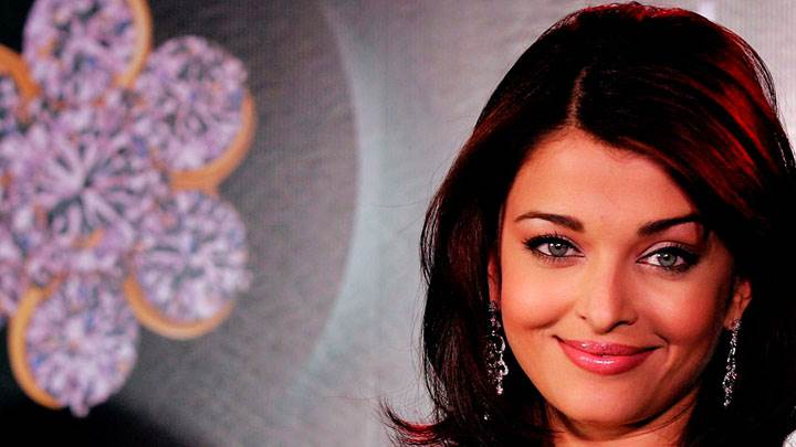 Aishwarya Rai Smiling At Camera
