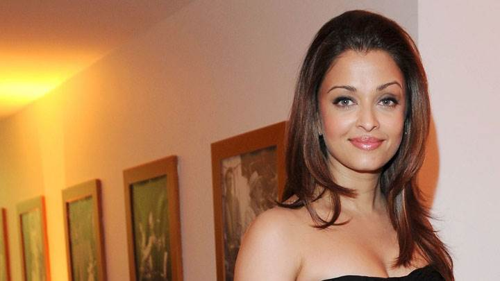 Aishwarya Rai Smiling In Black Top