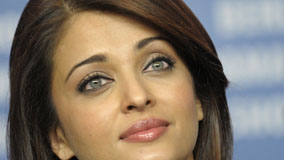 Aishwarya Rai Wet Lips And Cute Blue Eyes