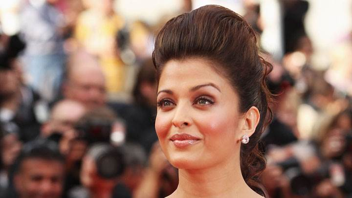 Aishwarya Rai Wet Lips And Smiling