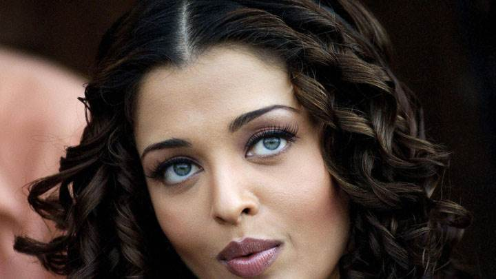 Aishwarya Rai Whistle