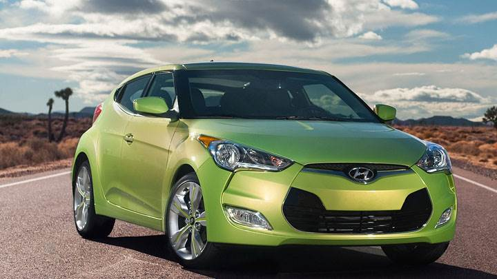 Hyundai Veloster Front Pose In Green Color