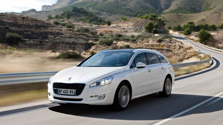 Peugeot 508 SW On Highway