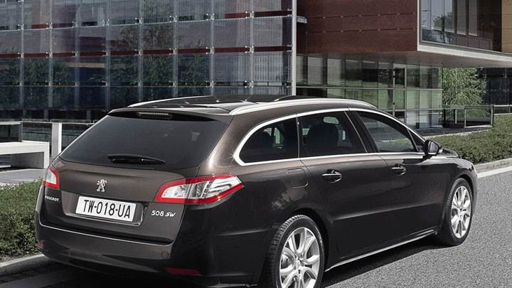 Peugeot 508 SW Parked Outside a Building