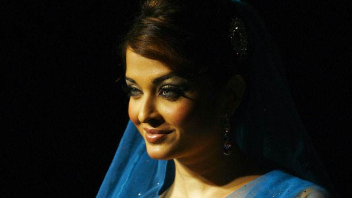 Side Face Pose Of Aishwarya Rai In Blue Sarree