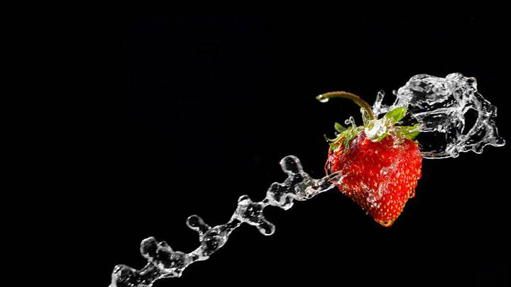 Strawberry With Water Design