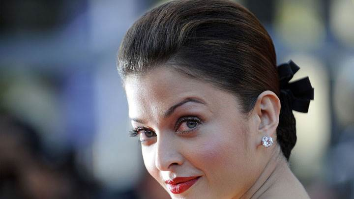 Wow Looking Aishwarya Rai In Red Lipstick