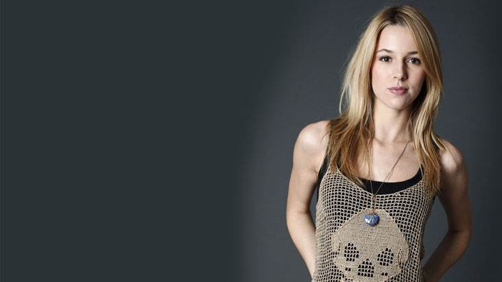 Alona Tal Cute Face In Modeling Pose