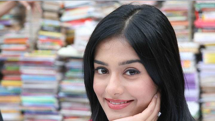Amrita Rao Smiling Cute Face Closeup