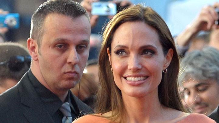 Angelina Jolie Smiling Face In Crowd