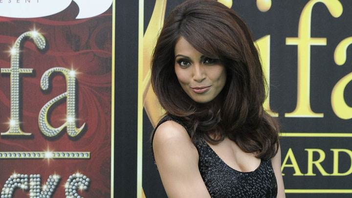 Bipasha Basu Black Dress In Iifa Awards