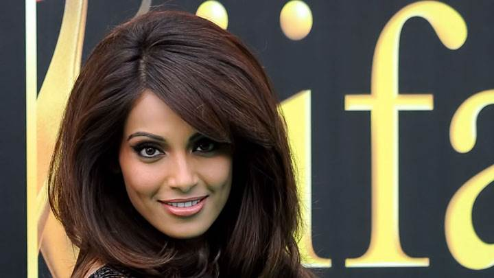 Bipasha Basu Cute Face Closeup At Iifa Awards