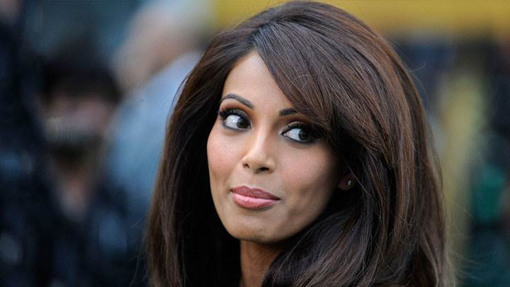 Bipasha Basu Face Closeup And Looking Back