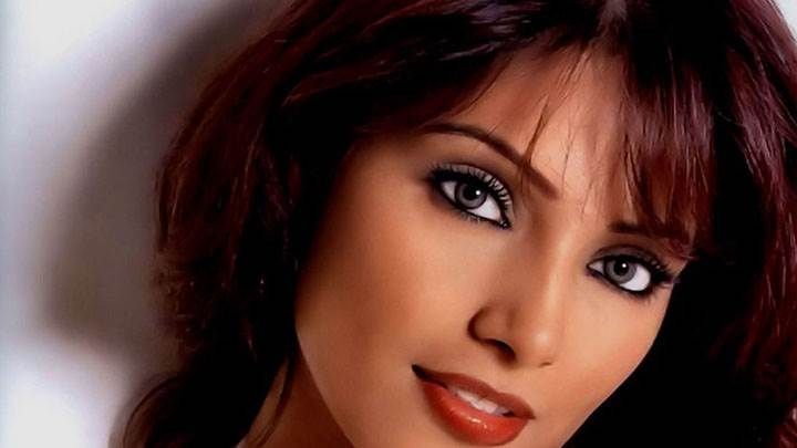 Bipasha Basu In Cute Black Eyes Face Closeup