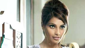 Bipasha Basu Cute Face Closeup Picture