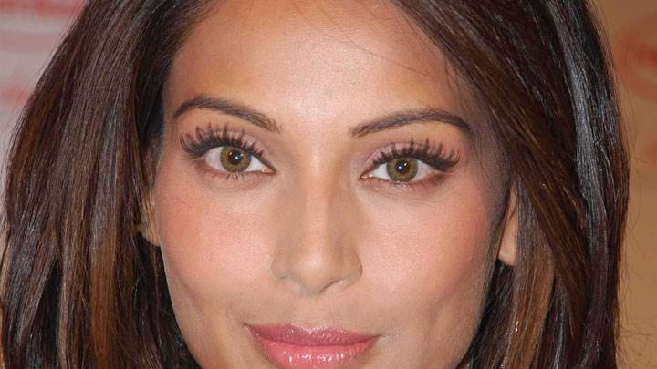Bipasha Basu Pink Lips And Brown Eyes Face Closeup