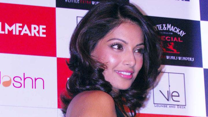 Bipasha Basu Pink Lips In Filmfare Event