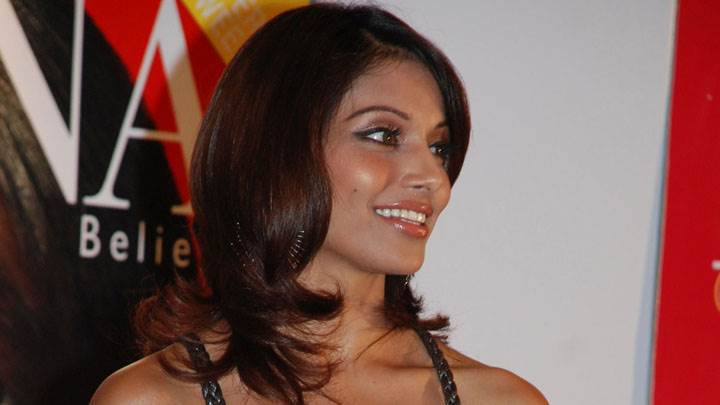 Bipasha Basu Smiling Photoshoot In Events