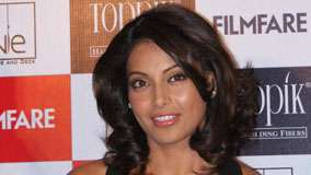 Bipasha Basu Smiling Wet Lips In Filmfare Events