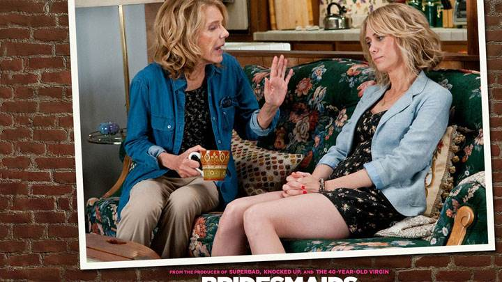 Bridesmaids – Jill Clayburgh And Kristen Wiig Sitting And Talking