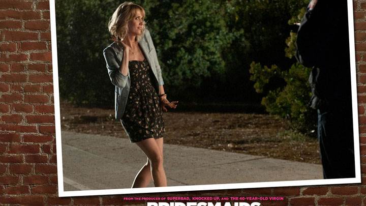 Bridesmaids – Kristen Wiig Walking On Road