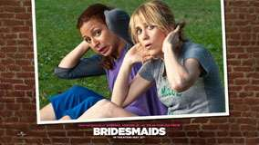 Bridesmaids &#8211; Maya Rudolph And Kristen Wiig Sitting In Garden