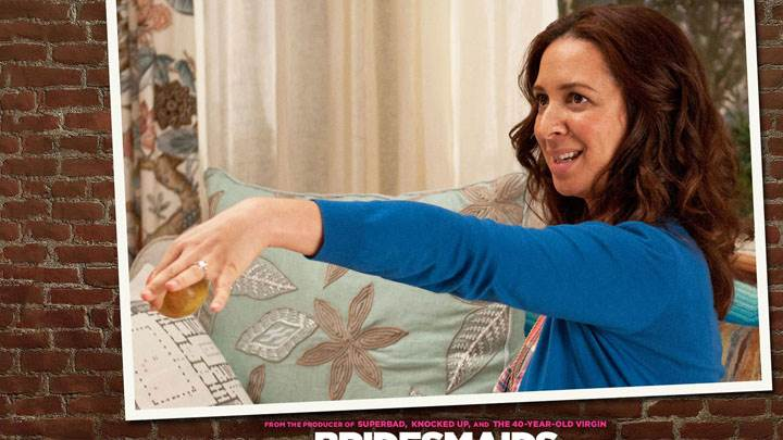 Bridesmaids – Maya Rudolph Holding An Apple In Hand