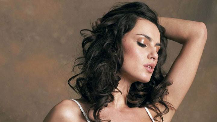 Catrinel Menghia Close Eyes Side Face Photoshoot