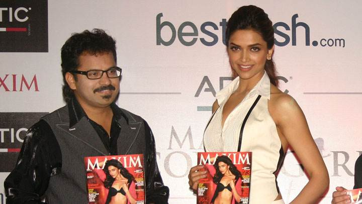 Deepika Padukone In Event Showing Makim Magzine