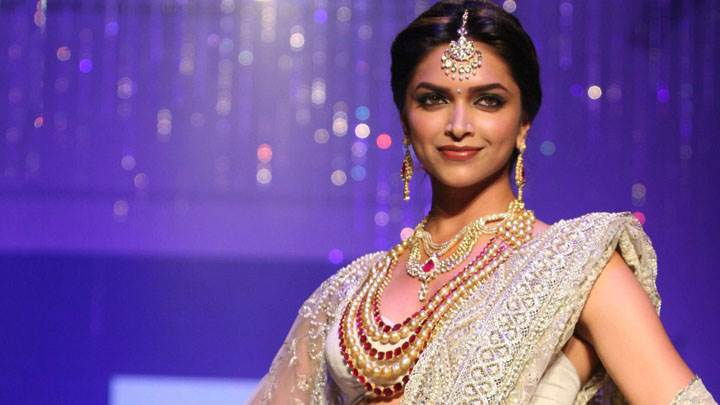 Deepika Padukone In White Saree Wearing Jewellery