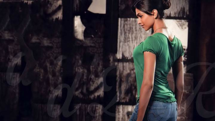 Deepika Padukone Side Back Pose In Green Top And Blue Jeans