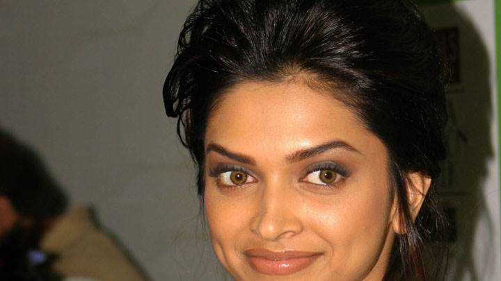 Deepika Padukone Smiling Cute Eyes Face Closeup