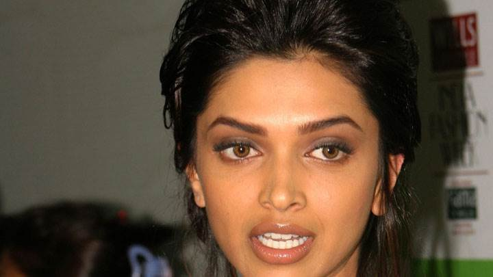 Deepika Padukone Wet Lips And Brown Eyes Face Closeup