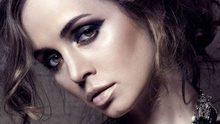 Eliza Dushku Brown Eyes Side Face Closeup