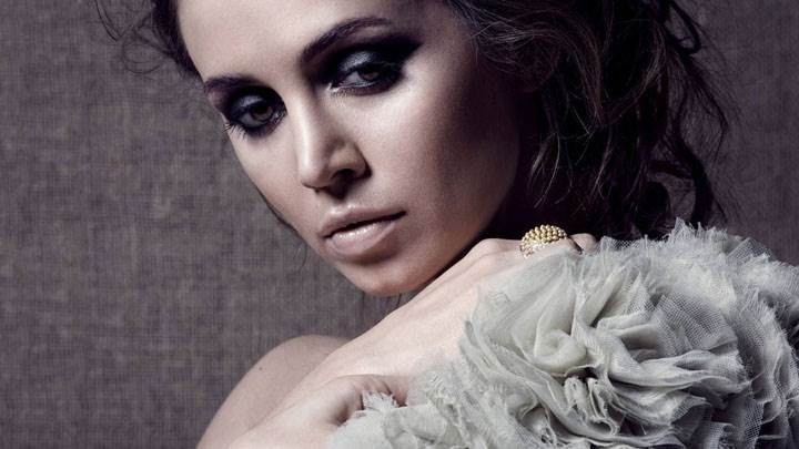 Eliza Dushku Looking At Camera Face Photoshoot