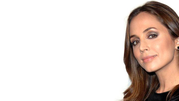 Eliza Dushku Smiling Face And White Background