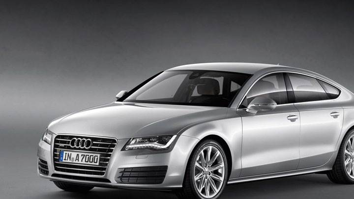 Front Side Pose of Audi A7 Sportback 2011