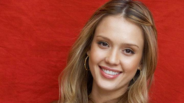 Jessica Alba Cute Face And Red Background