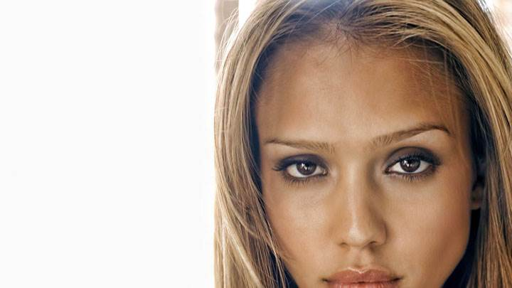 Jessica Alba Face Closeup And Wet Lips