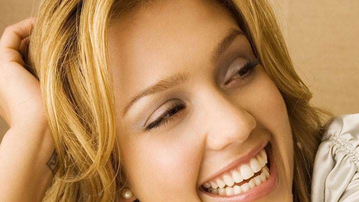 Jessica Alba Laughing Face Closeup Pose