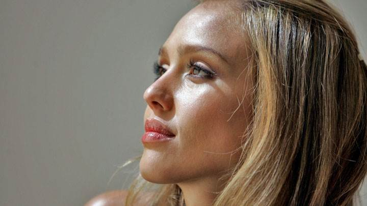 Jessica Alba Red Lips Side Face Closeup