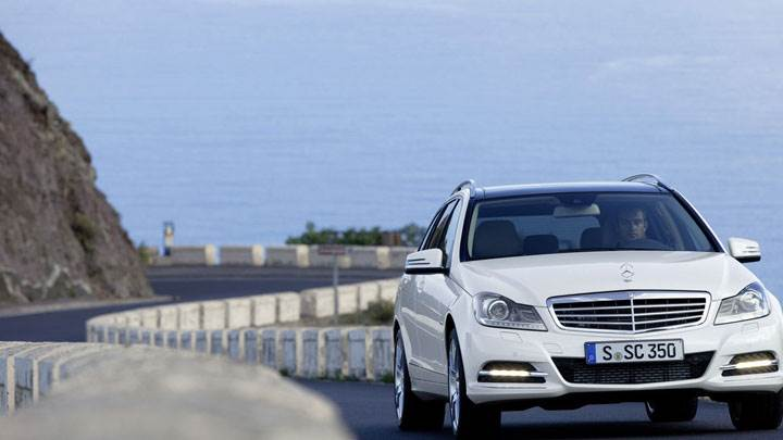 Mercedes-Benz C-Class C350 Front on Road