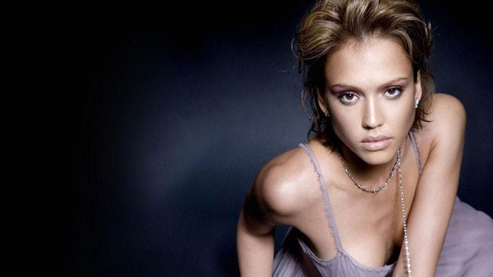 Modeling Pose Of Jessica Alba And Black Background