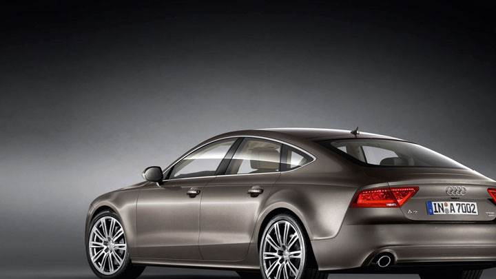 Side Back Pose Of Audi A7 Sportback 2011