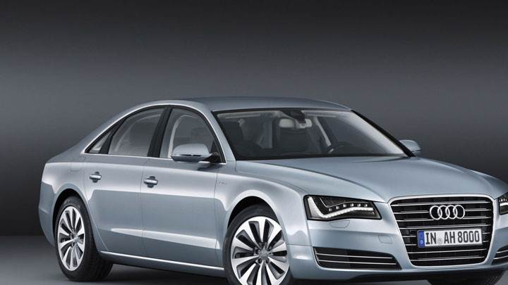 Side Front View Picture of 2012 Audi A8 Hybrid