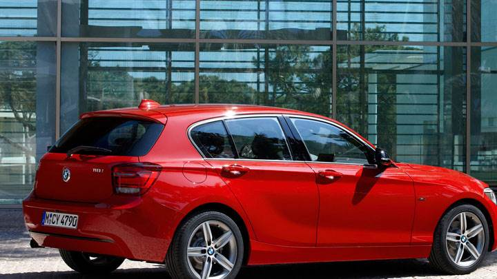 2012 BMW 1-Series 11Bi Side Pose in Red