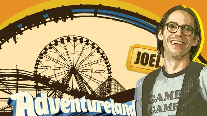 Adventureland – Martin Starr Smiling in T-Shirt