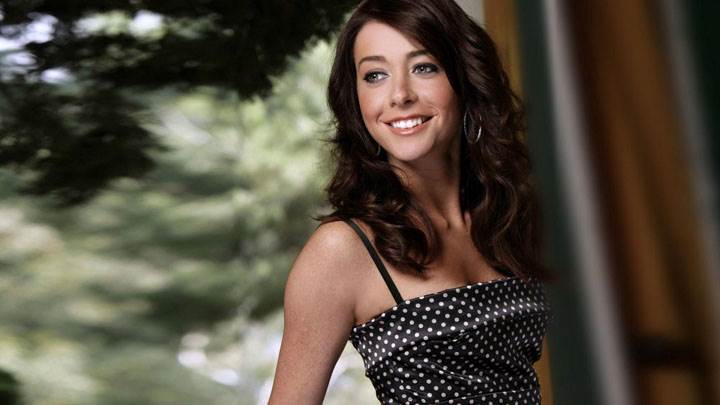 Alyson Hannigan Smiling And Cute Looking In Black Dotted Dress