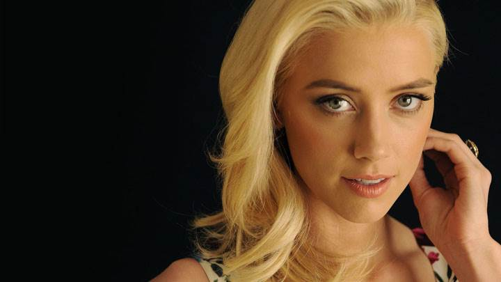 Amber Heard Smiling Cute Eyes Face Photoshoot