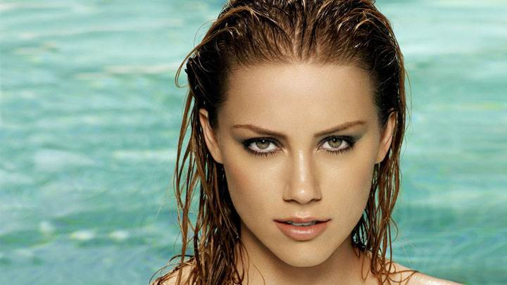 Amber Heard Wet Body And Looking Front